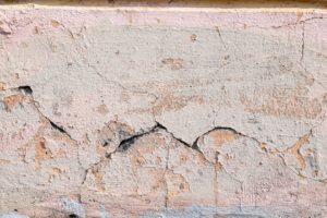 Prasklina ve zdi