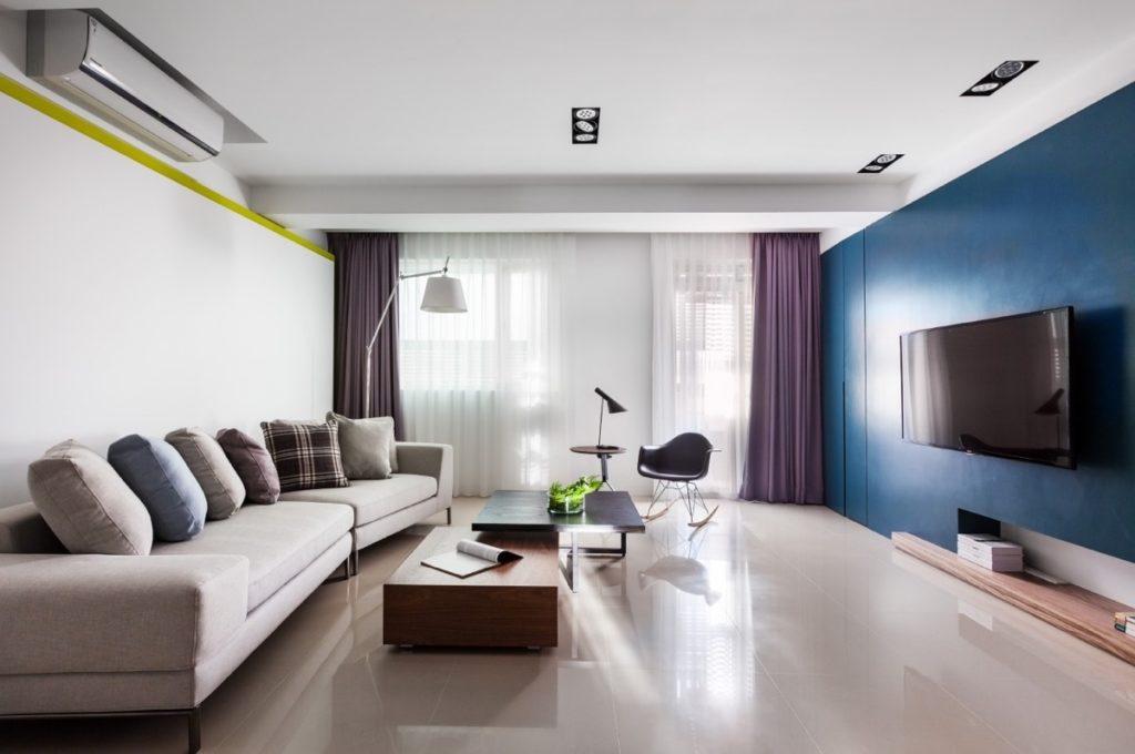 Bílomodrý obývací pokoj