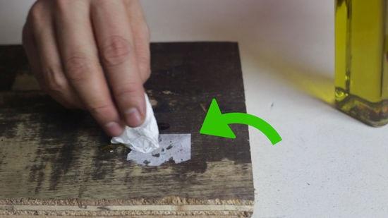 Jak odstranit samolepky z nábytku a ze zdi?