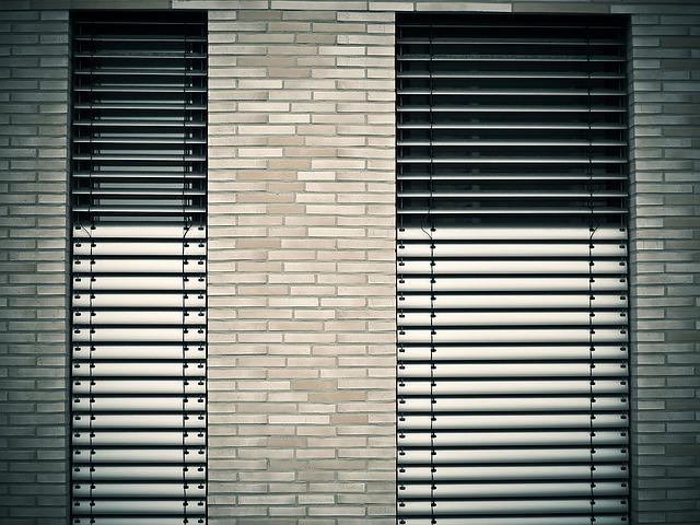 Pro moderní okna moderní žaluzie a rolety. Pořídíte je velmi levně